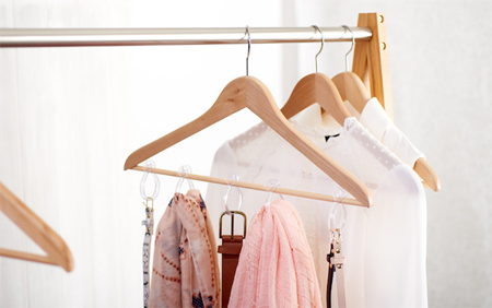 ایده چیدمان کیف و کفش و لباس در کمد عروس