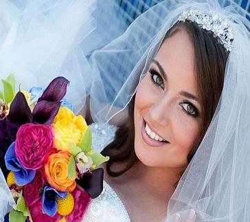نمونه هایی از دسته گل های رنگی برای عروس خانم ها