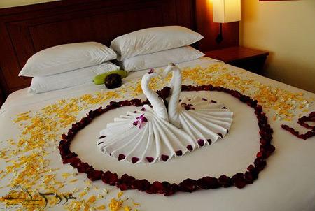 عکس تزیین تخت خواب عروس,تزئین تخت عروس به شکل قو